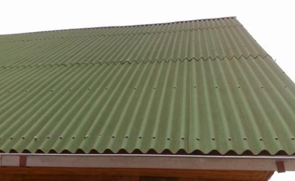 Установка шифера на крышу